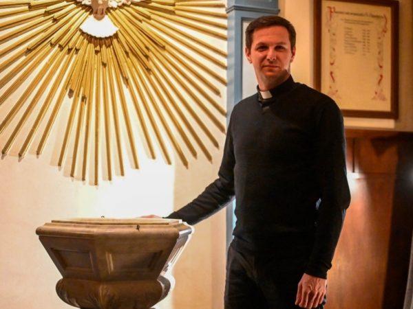 Pastoor Maciej Sendecki Wie ben ik bew